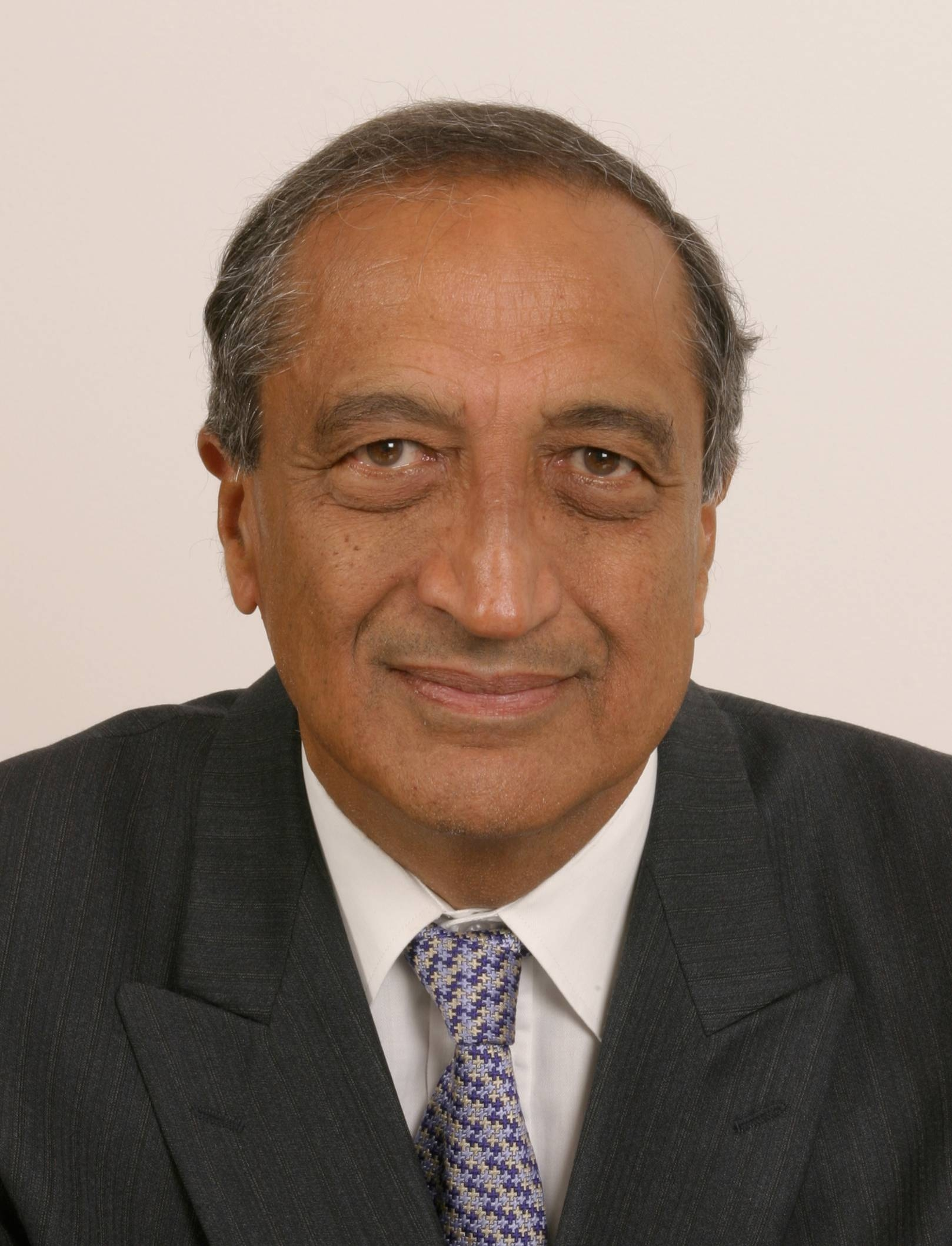 Dr. Ravinder Maini Photo